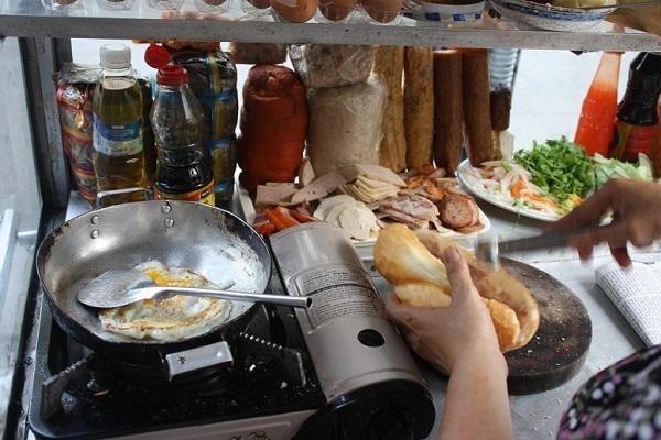 バインミー屋台の調理スペース