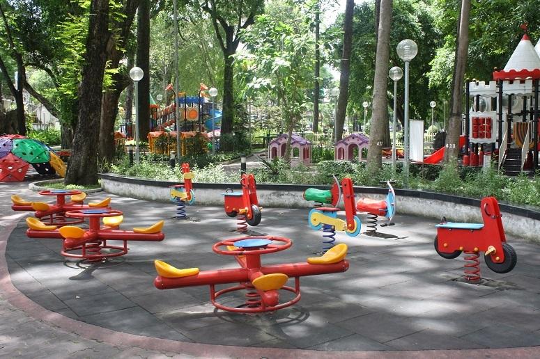 タオダン公園の子供の遊具