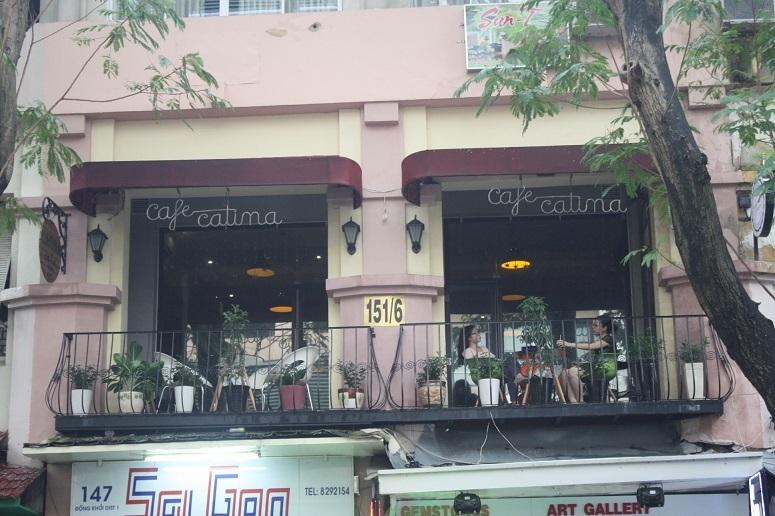 「CATINA café」2階のテラス席