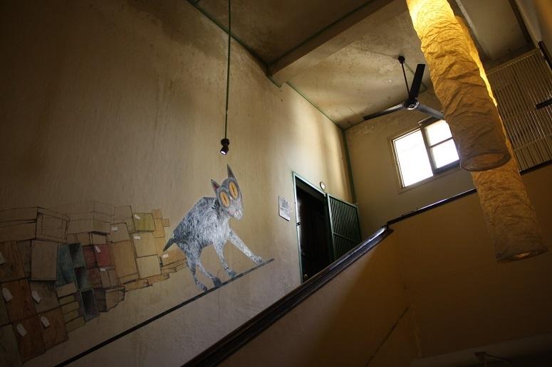 「Co Hanh」のあるアパートの階段