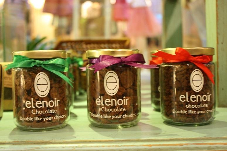 ベトナム産カカオを使用した「elenoir chocolate」の瓶入りチョコレート