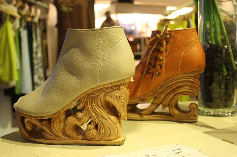 中部フエの伝統工芸とモダンなデザインが融合した「FASHION 4 FREEDOM」の靴