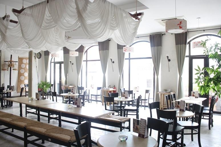3階に併設された静かなカフェ「BIZU CAFE」