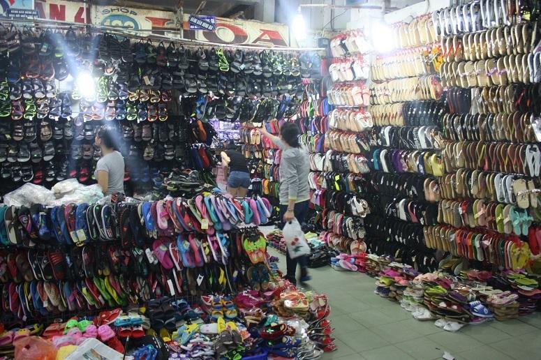 ソンチウ市場2階の靴屋さん