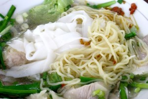米麺「フーティウ」と中華麺「ミー」