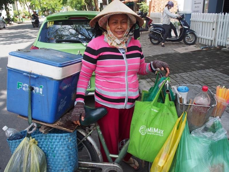 ベトナムコーヒー売りのおばちゃん