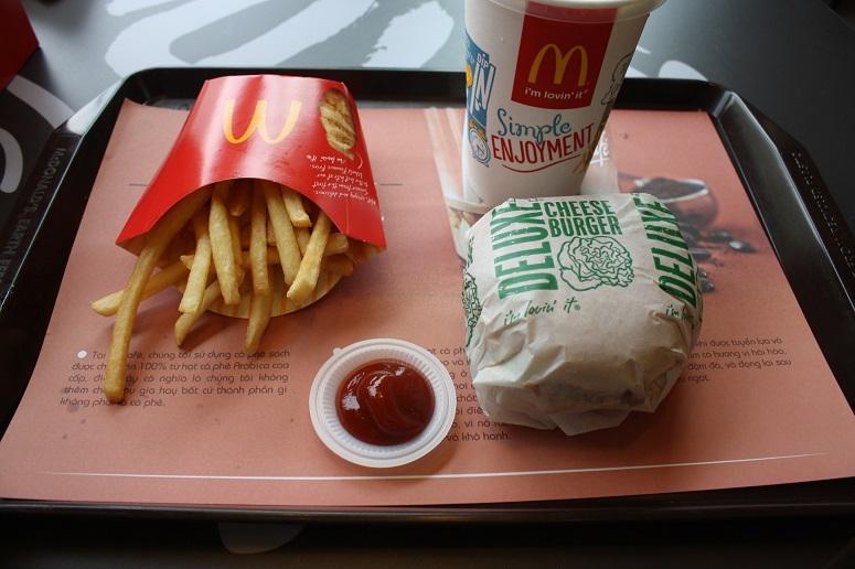 マクドナルドのチーズバーガーセット