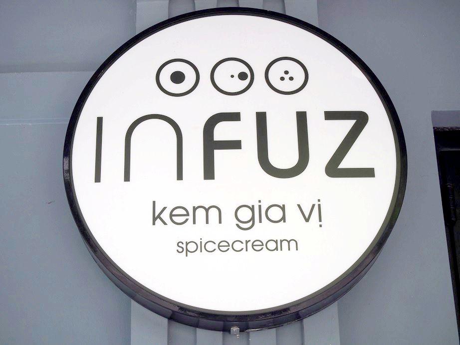 「Infuz」の看板