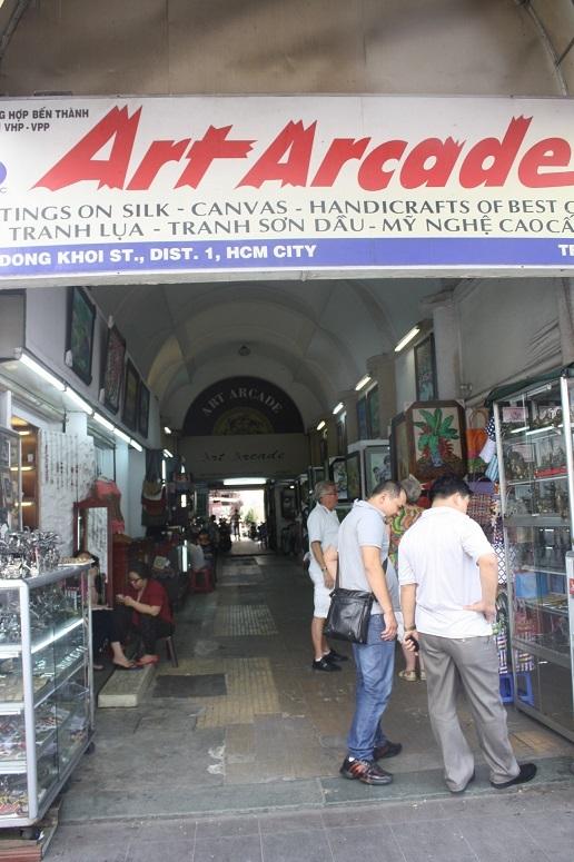 ドンコイ通りの路地入口
