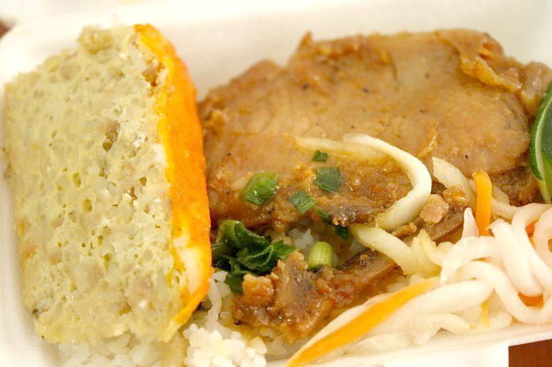 豚肉のグリル、卵とひき肉の蒸しもの
