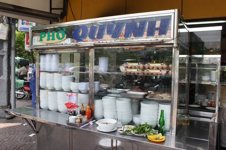 「PHO QUYNH」の屋台風キッチン