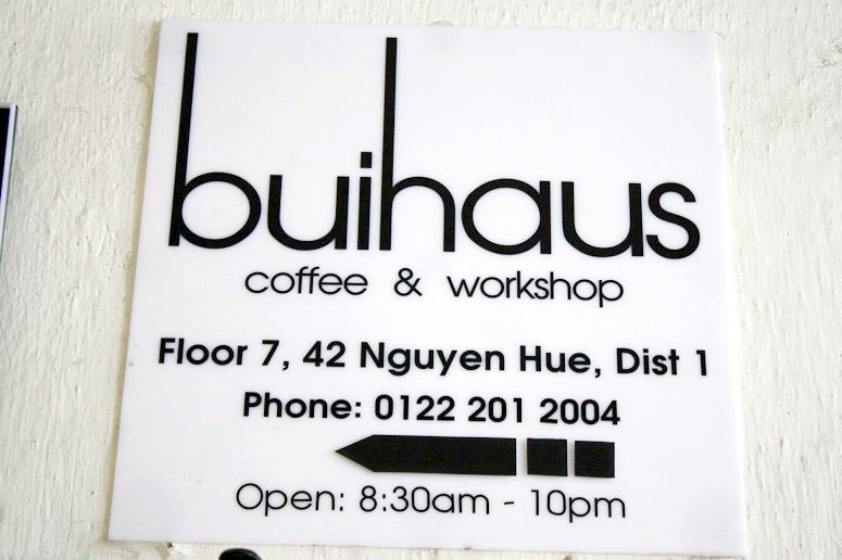 「buihaus coffee & workshop」の看板