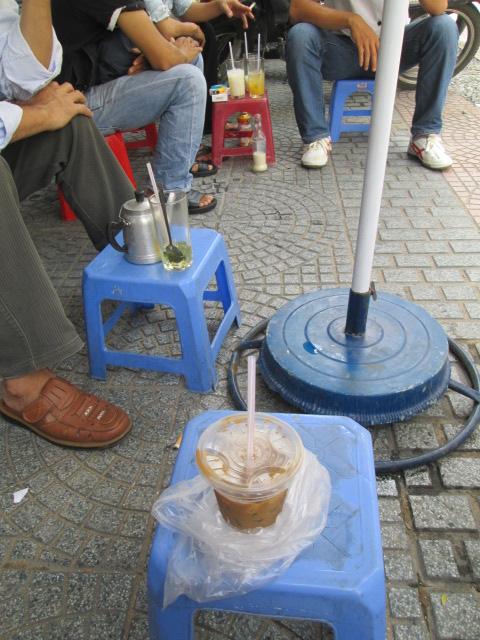 ベトナムの路上カフェ