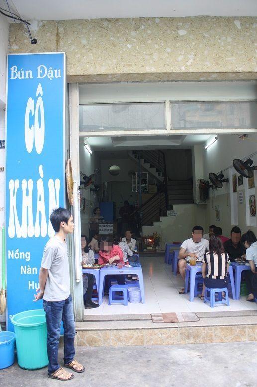 ほぼ満席の「Bun Dau CO KHAN」