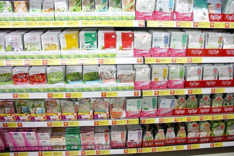 ベトナムのスーパーのフェイスパック売場