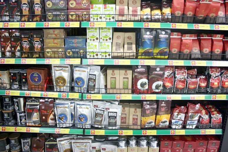 ベトナムのスーパーのコーヒー豆売場