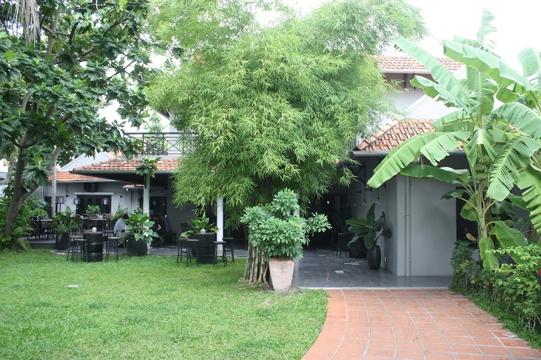 MAD Houseの入口