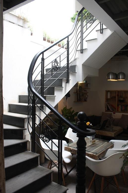 「Cucuta Coffee」の階段