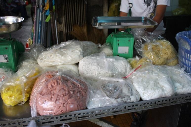 市場の麺売場
