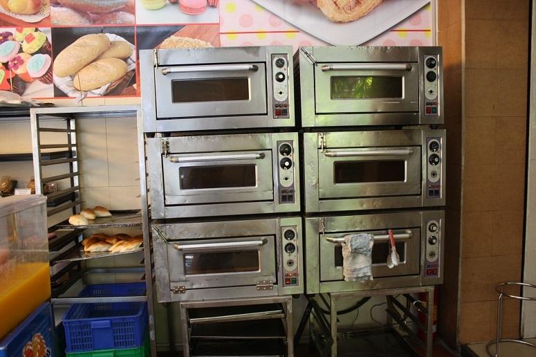 「Bready BANH MI TUOI」のオーブン