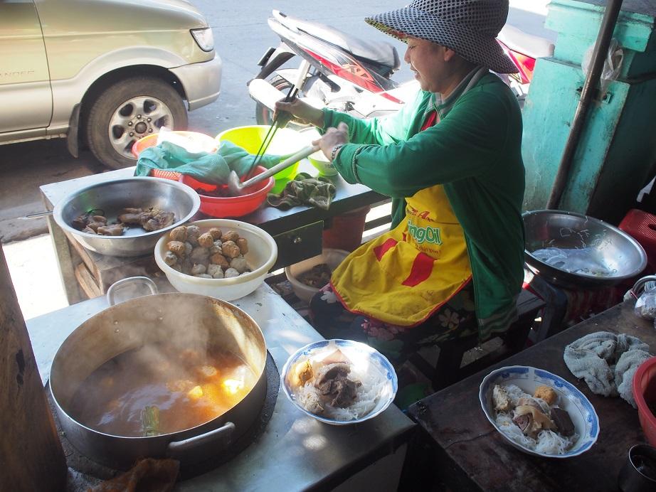「Bun Bo Hue Ba Tuyet」の調理場
