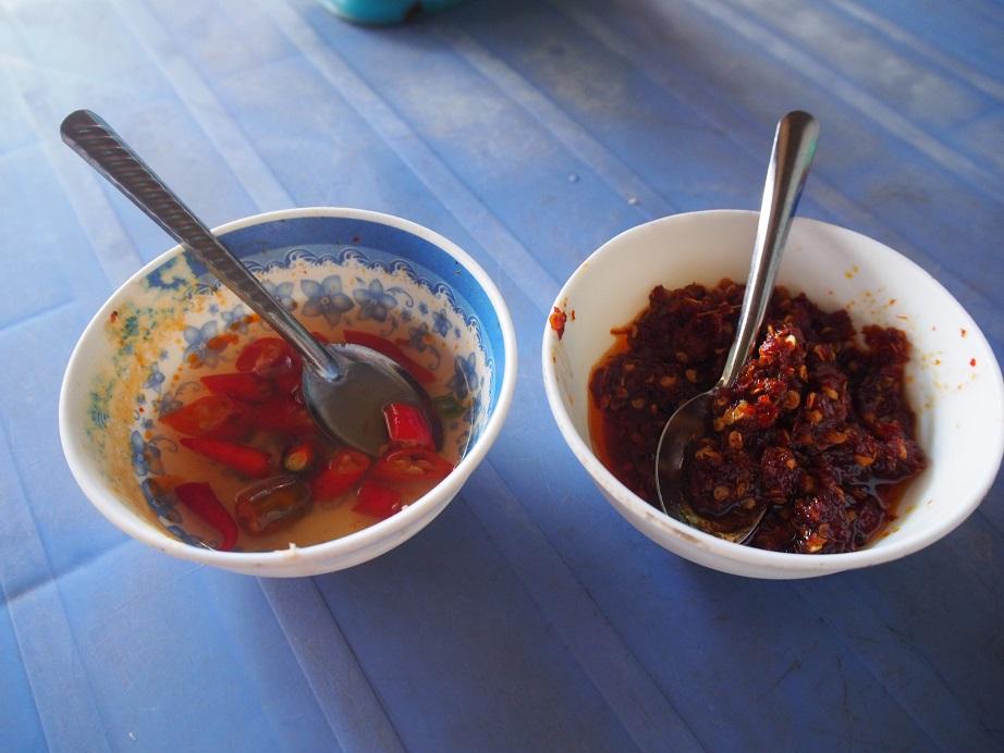 酢漬けの唐辛子とラー油