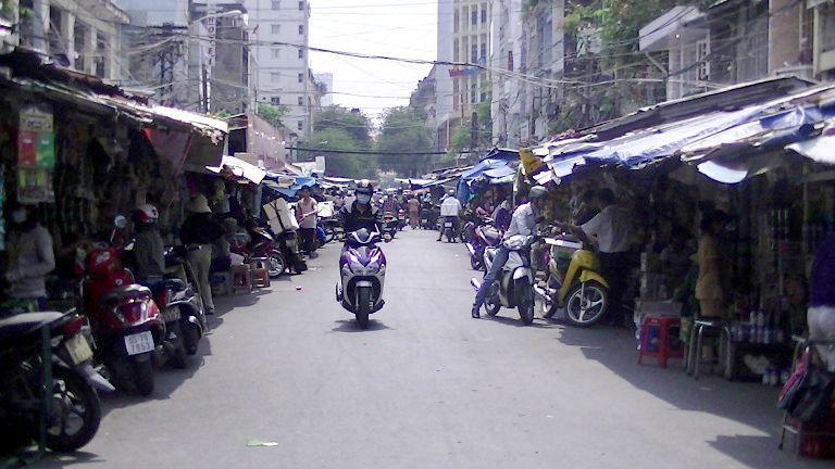 旧市場の通りの様子