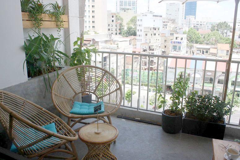 「Saigon Oi」のテラス席