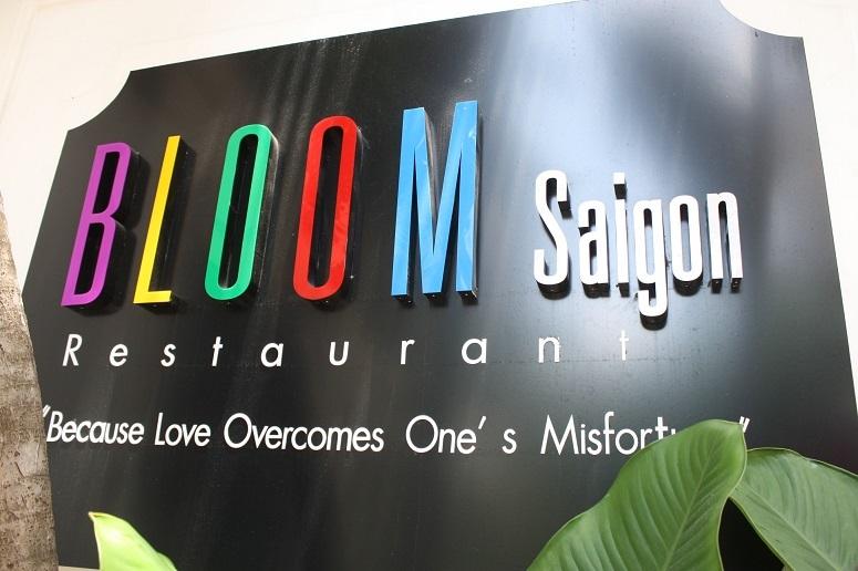 「BLOOM Saigon」の看板