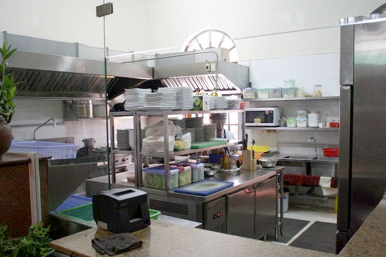 「BLOOM Saigon」の厨房