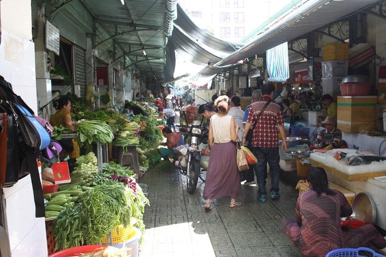 ベンタイン市場の生鮮食品売り場