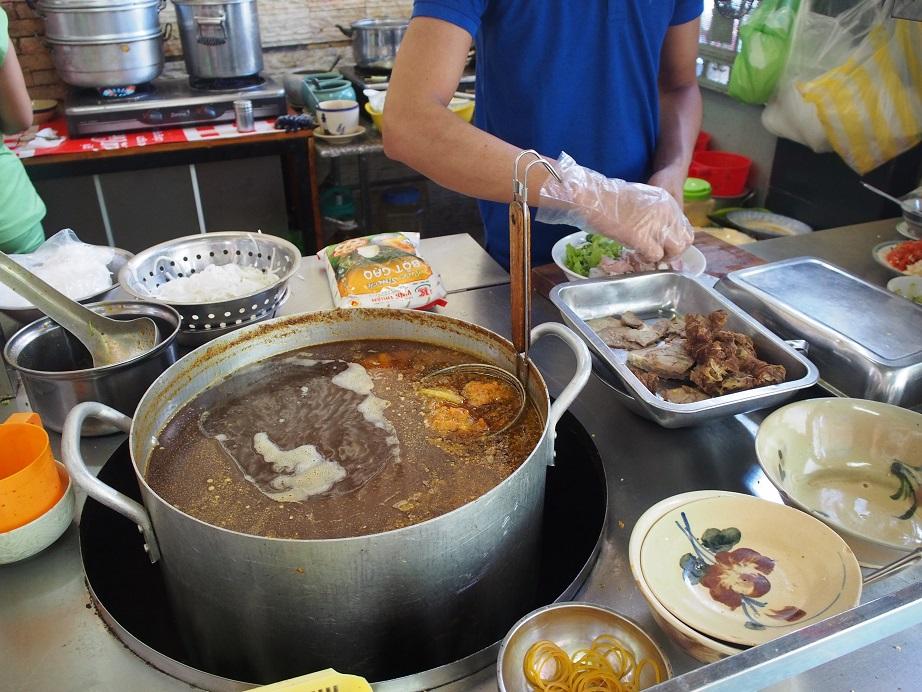 「HUONG NGU QUAN」の調理スペース