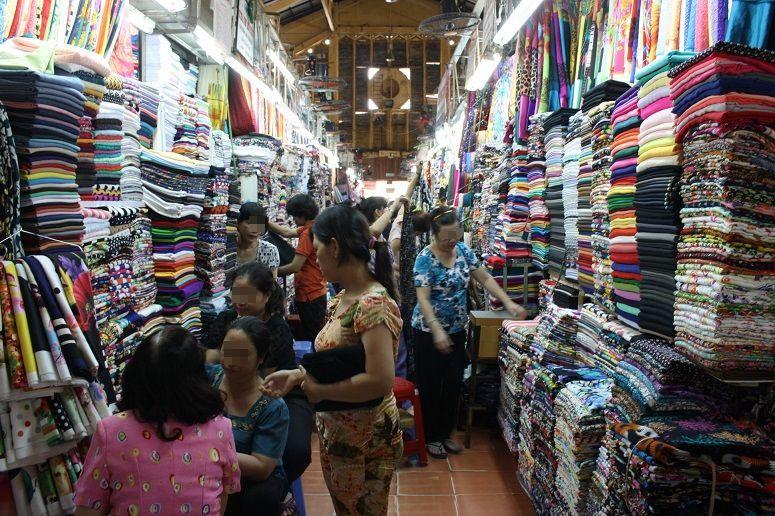 タンディン市場の布屋さん
