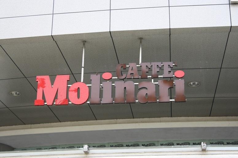 「CAFFE Molinari」のロゴ