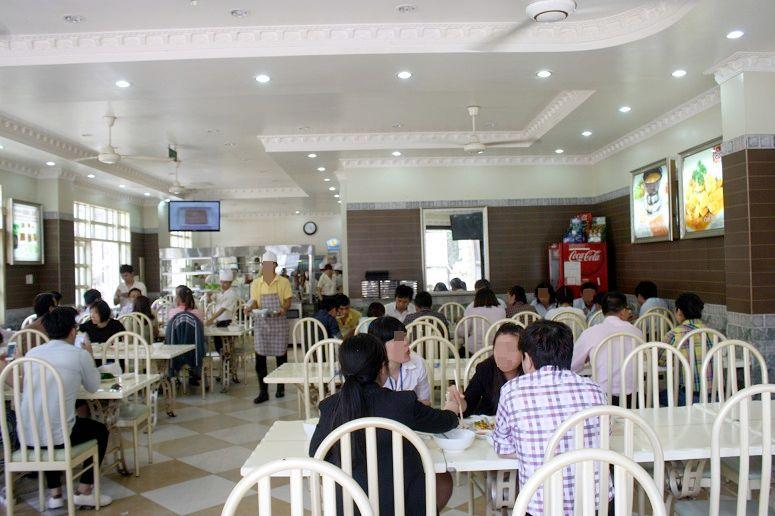 COM GA THUONG HAI の店内