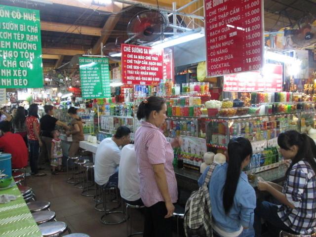 ベンタイン市場の食堂街