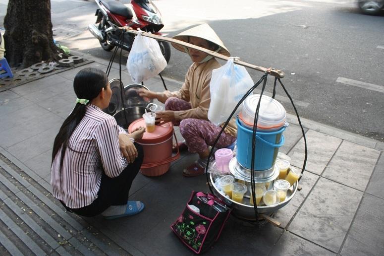 Che khoai lang売りの女性