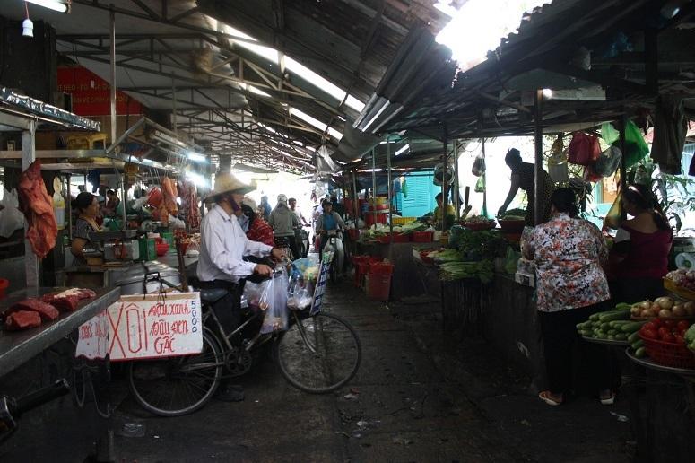 ティゲー市場の生鮮食品売り場