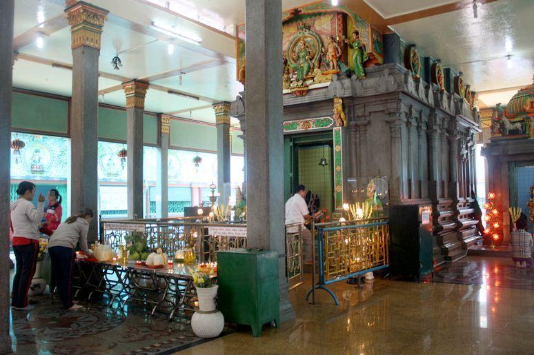 マリアマン・ヒンドゥー寺院の中