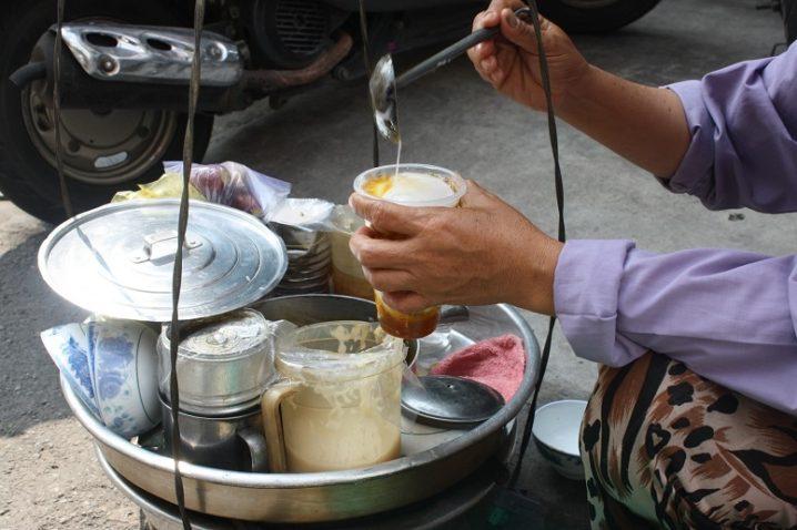 おぼろ豆腐の生姜シロップがけ