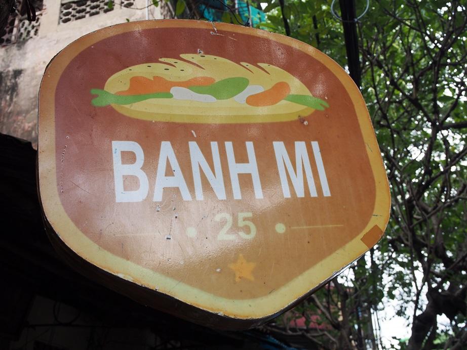 「BANH MI 25」の看板