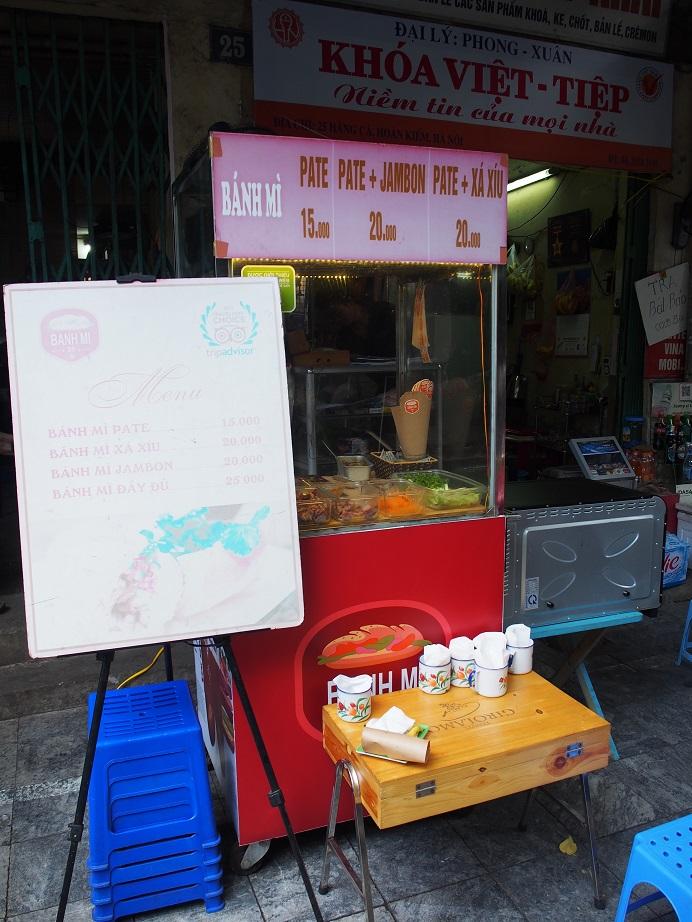 「BANH MI 25」の屋台風キッチン