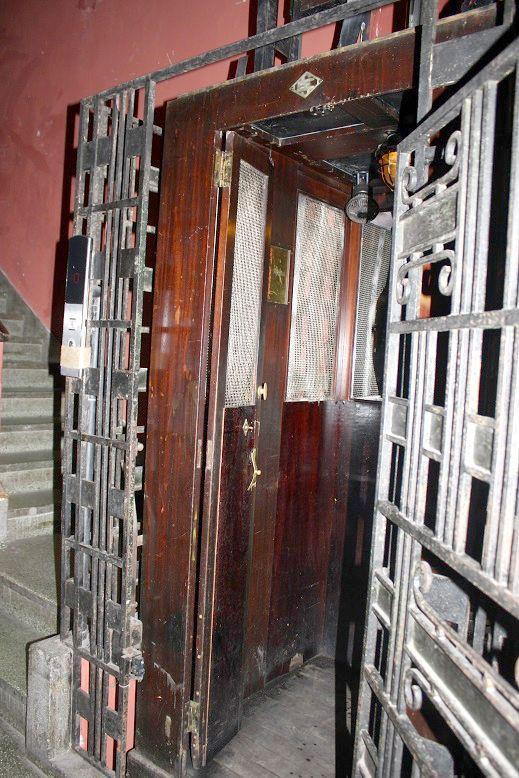 SH Gardenのアンティークエレベーター