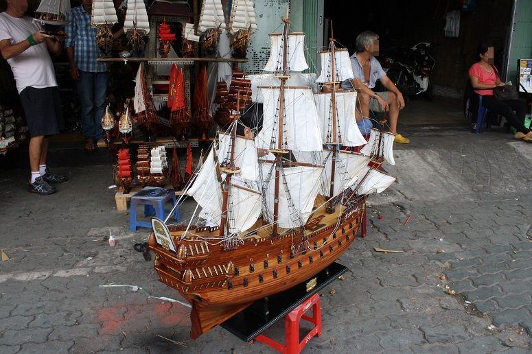 船の大型模型