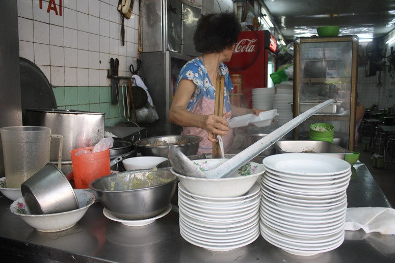 Pho CAO VANの店頭の調理場