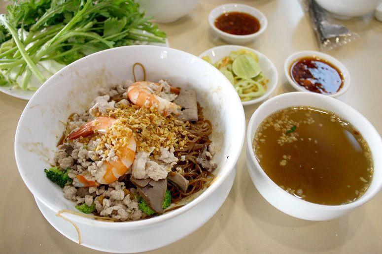 「Hu Tieu Nam Vang Quynh」の汁なしフーティウ