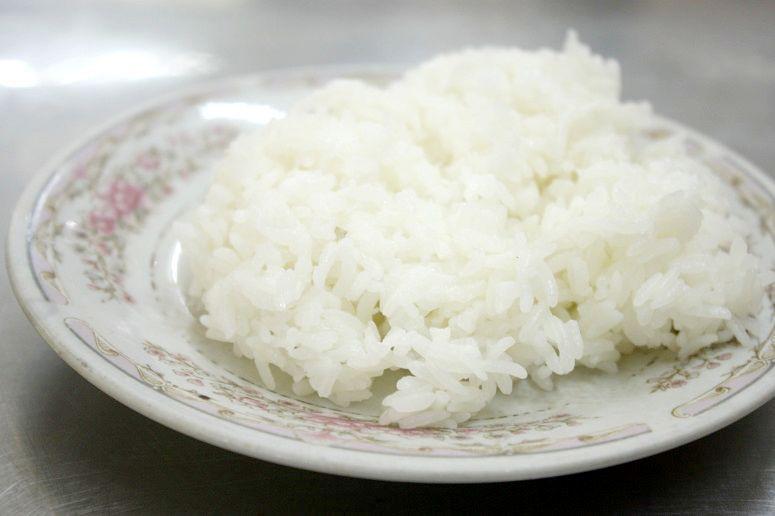 「COM BAC Hoan Kiem」の白いごはん