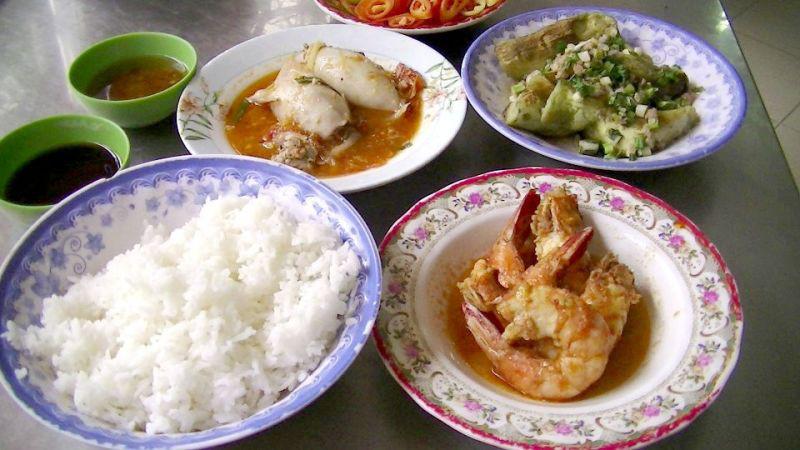 DONG NHAN COM BA CAの食事
