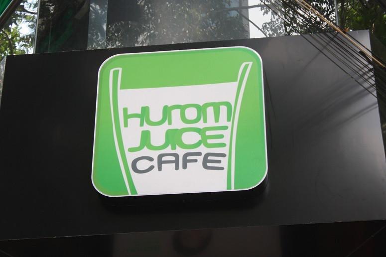 Hurom Juice Cafeの看板