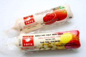 ガック豆腐(đậu hũ gấc)とハスの実豆腐(đậu hũ hạt sen)